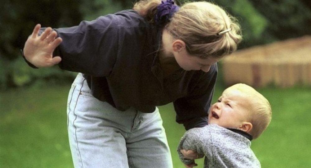Стоит ли шлепать детей?